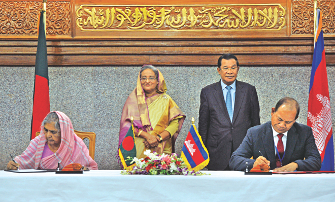 Prime Minister Sheikh Hasina and her Cambodian counterpart Hun Sen look on as Agriculture Minister Matia Chowdhury and Cambodian Minister for Agriculture, Forestry and Fisheries Ouk Rabun sign a Memorandum of Understanding on scientific and technical cooperation in the field of agriculture at the Prime Minister's Office yesterday. Photo: BSS