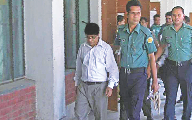 Abul Khair Chowdhury, complainant of two cases against BCI Bangladesh for adulterating drugs, being escorted out of a courtroom. The Dhaka Drug Court yesterday sent him to jail.  Image: Independent Television grab