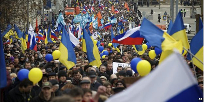 Protesters gathered in Moscow to object to Crimea intervention - the biggest anti-Putin rally for two years