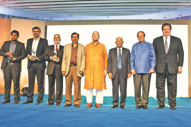 Winners of Standard Chartered-Financial Express Awards pose with Finance Minister AMA Muhith and Bangladesh Bank Governor Atiur Rahman at a gala event at Radisson Hotel in Dhaka last night. Photo: STANCHART
