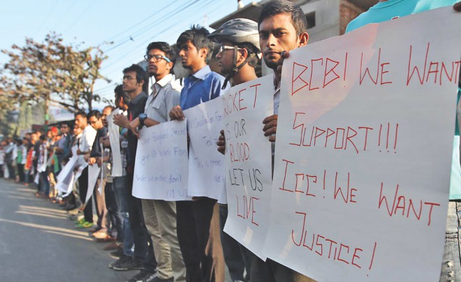 FIGHT FOR OUR GAME! Chittagong's cricket lovers form a human chain in front of the port city's MA Aziz Stadium yesterday to protest against India, Australia and England's draft proposal which if adopted will see Bangladesh relegated to the second tier in Tests. PHOTO: ANURUP KANTI DAS