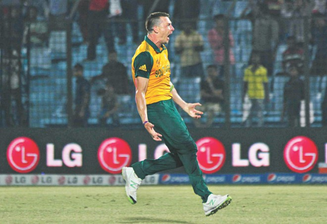 South Africa's pace demon Dale Steyn was at his devastating best in the crunch final over against New Zealand when he successfully defended seven runs. Photos: Star File