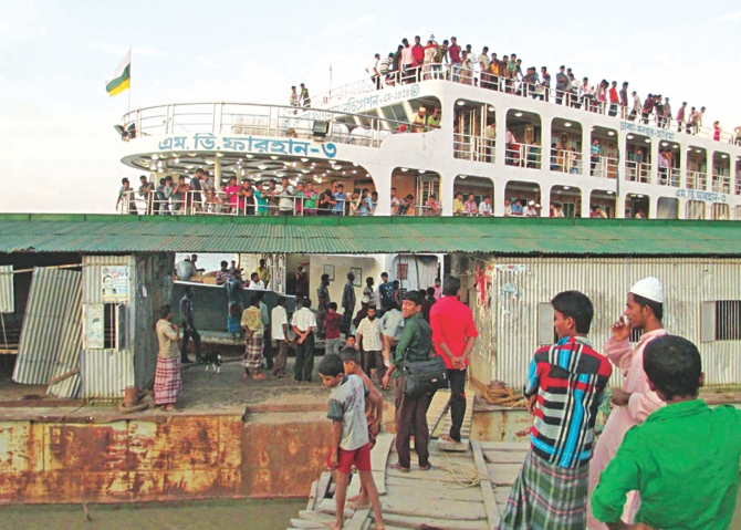 Birshrestho Mostafa Kamal Launch Terminal in Daulatkhan upazila under Bhola district remains in an awful condition. PHOTO: STAR