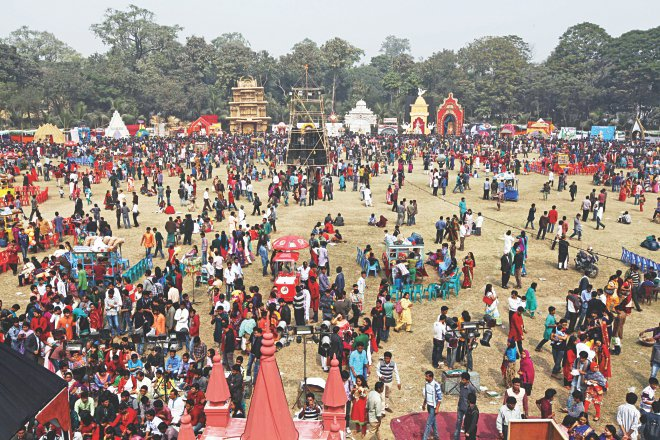 People swarm the playground of Jagannath Hall of Dhaka University on the occasion of Swaraswati Puja yesterday. Photo: Palash Khan