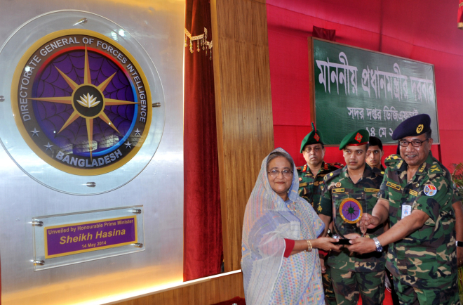 Directorate General of Forces Intelligence chief Maj Gen Akbar Hossain hands Prime Minister Sheikh Hasina a shield bearing the new emblem of the DGFI. Photo: BSS