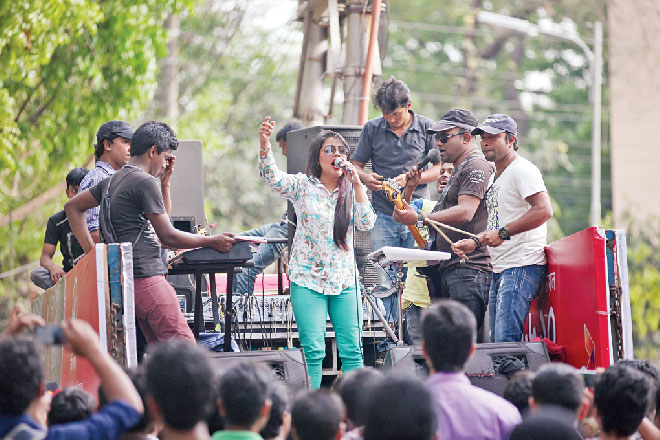 An open air concert at Rabindra Sharobar. Photo: Prabir Das