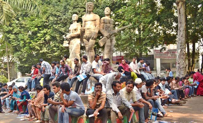 Applicants' crowd surrounding the Aparajeo Bangla in front of art s faculty in Dhaka University campus. Star file photo