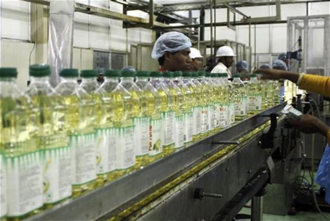 Edible Oil Plants : Indians get taste for branded edible oil as prices drop