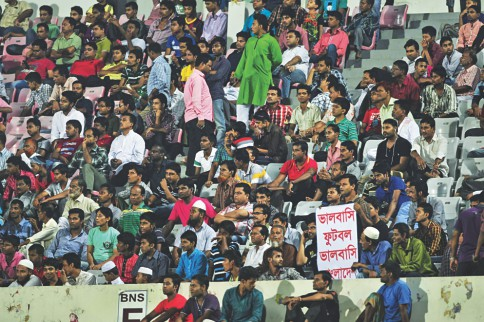 Football fans turned up in numbers at the big bowl to cheer on the hosts. PHOTO: STAR