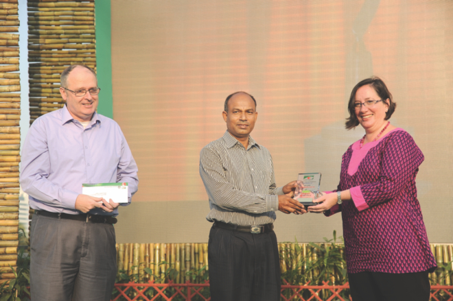 Jahangir receiving 'Best Essay' Award at Channel i-Agriculture Award from US Embassy's Press & Information Officer Kelly McCarthy. PHOTO: STAR