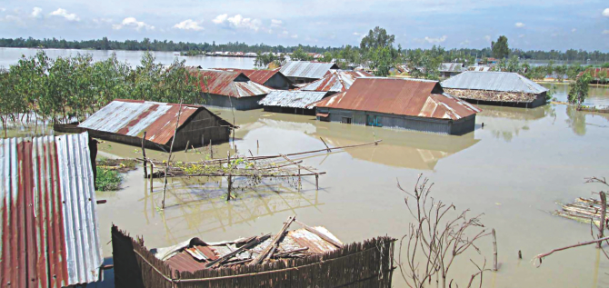 Inundated houses in Rohodoha of Shariakandi upazila of Bogra after the Jamuna washed away 300 metres of a dyke. Photo: Star