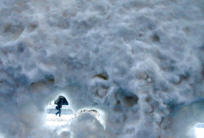 A person walks past a snow-covered bus shelter in Chicago. Photo: Reuters