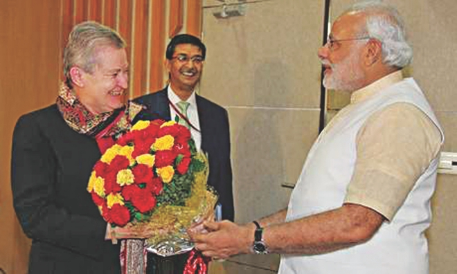 Gujarat Chief Minister Narendra Modi, right, greets US ambassador to India Nancy Powell with a bunch of flowers ahead of their meeting in Gandhinagar yesterday.  Photo: AP