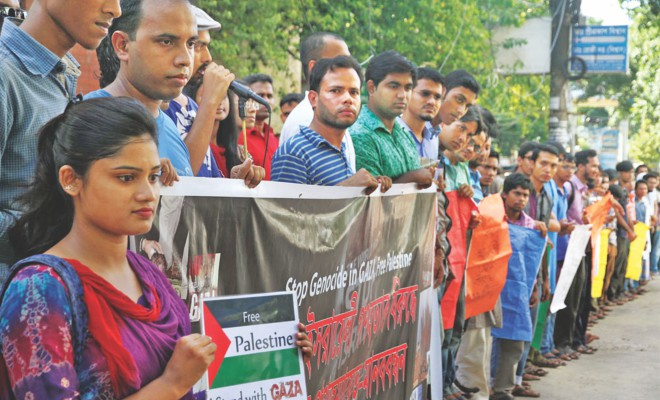 Teachers and students of different educational institutions, including Chittagong University and Asian University for Women, form a human chain before Chittagong Press Club yesterday protesting Israel's attacks on Gaza.    Photo: Star