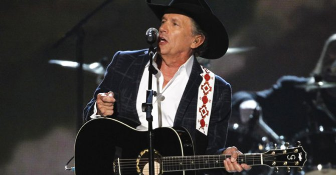This April 6 photo shows George Strait performing 'I Got a Car' at the 49th Annual Academy of Country Music Awards in Las Vegas, Nevada. Photo: Reuters