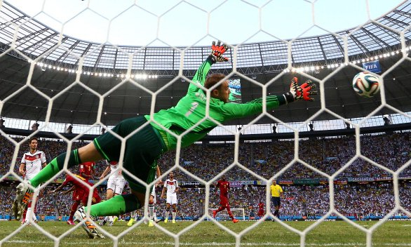 Andre Ayew of Ghana scores his team's first goal on a header past Manuel Neuer of Germany during the 2014 FIFA World Cup Brazil Group G match between Germany and Ghana at Castelao on June 22, 2014 in Fortaleza, Brazil. Photo: Getty Images