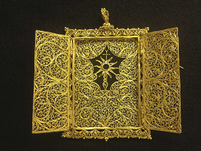 A high karat gold Pyx which was believed to have been hand crafted in the late 1600's - early 1700's for transporting a Eucharist (communion wafer) is seen in an undated handout photo from 1715 Fleet-Queen's Jewels. Photo: Reuters