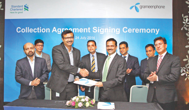 Vivek Sood, chief executive officer of Grameenphone, and Abrar A Anwar, acting chief executive of Standard Chartered Bangladesh, attend the signing of an agreement at a programme in Dhaka yesterday. The bank will collect the mobile operator's sales proceeds from across the country.  Photo: StanChart