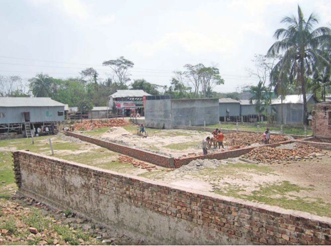 Land grabbers have continued illegal construction after occupying a canal at Nachnapara in Kalapara upazila under Patuakhali district, thanks to the indifference of the authorities concerned.  PHOTO: STAR
