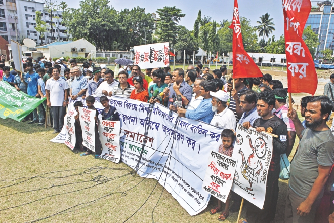 Green activists hold a citizens' rally jointly organised by 50 environmental and social organisations in the capital's Dhanmondi Playground yesterday, demanding that all old structures inside the playground be demolished and the construction of new ones be stopped immediately. Photo: Star