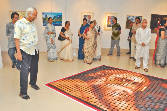 Qayyum Chowdhury (L) visits the exhibition.