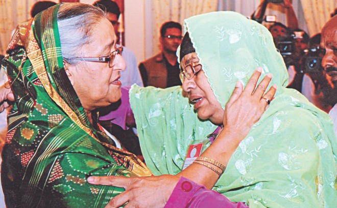 Prime Minister Sheikh Hasina tries to console the bereaved family members of Narayanganj seven-murder victims as they meet her at the Gono Bhaban yesterday. Photo: BSS