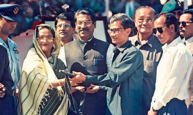 Santu Larma surrenderd weapons to the then Prime Miniser after signing the peace accord. Photo: Star File