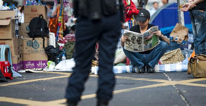 HK students agree to formal talks as protests shrink
