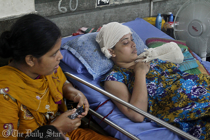A rescued worker, who lost her left hand at the tragedy, lies in a hospital bed. Photo: Star