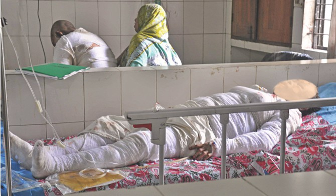 Rahima Begum, 50, who was burnt with four of her children in a fire at their house in Keraniganj early yesterday, lying in bed at Dhaka Medical College Hospital before she lost her battle for life last evening. She had suffered 90 percent burns, while the four were agonising with injuries over 17-35 percent of their bodies. The victim's face was blurred because the wound was too gory to be seen.  Photo: Courtesy