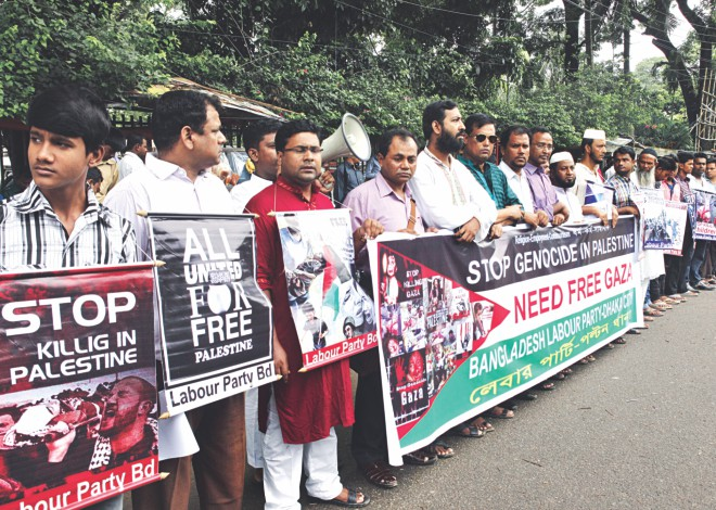 Bangladesh Labour Party forms a human chain in front of Jatiya Press Club in the capital yesterday protesting Israel's military attack on Gaza that has killed at least 1,867 Palestinians, mostly civilians. Photo: Star