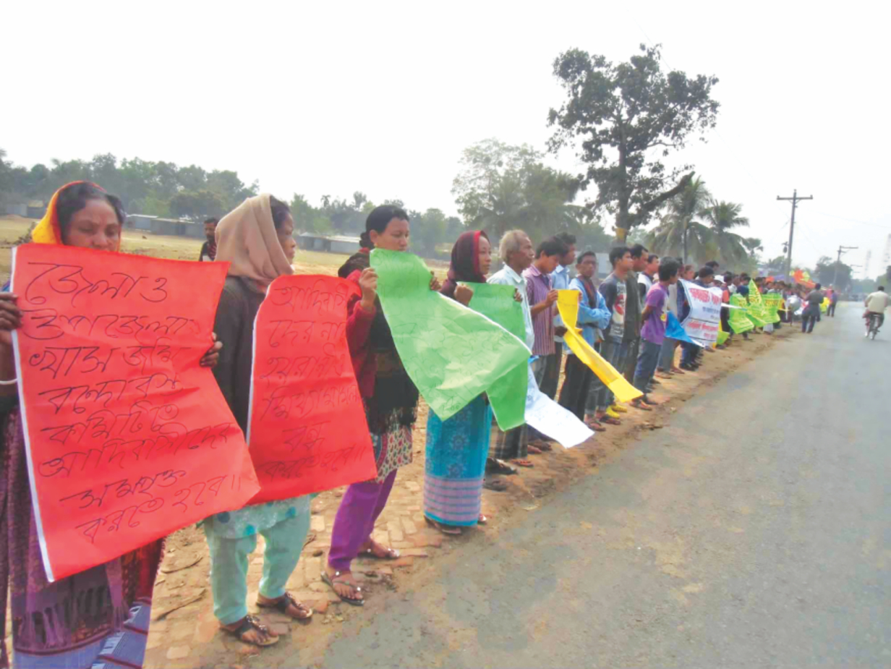 Indigenous people form a human chain at Jalchhatra in Madhupur upazila under Tangail district yesterday demanding proper steps for ensuring legal ownership of their land and withdrawal of 'false' cases filed against them. PHOTO: STAR