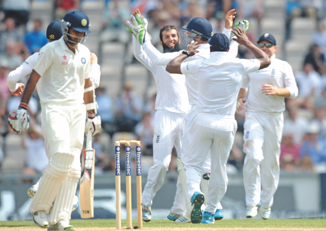 Moeen Ali (C) is the toast of his teammates after the England spinner took the wicket of Bhuvneshwar Kumar of India on the fifth day of the third Test at Rose Bowl in Southampton on Thursday. PHOTO: AFP