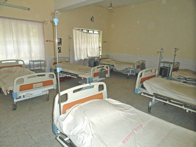 Beds of Dahagram-Angorpota Hospital in Patgram upazila under Lalmonirhat district lie empty as indoor services at the treatment centre meant for the people living in the enclave area have remained suspended for the last two and a half years due to lack of doctors and other staff.  PHOTO: STAR