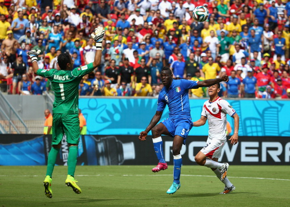 Mario Balotelli of Italy shoots wide past goalkeeper Keylor Navas of Costa Rica during the 2014 FIFA World Cup Brazil Group D match between Italy and Costa Rica at Arena Pernambuco on June 20, 2014 in Recife, Brazil. Photo: Getty Images