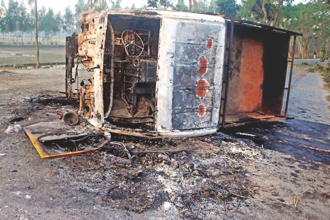 Jamaat-Shibir men torched this pickup by which the law enforcers got to Sundarganj upazila in Gaibandha yesterday to arrest people accused of violence right after the sentencing of Delawar Hossain Sayedee in early 2013. Photo: Star