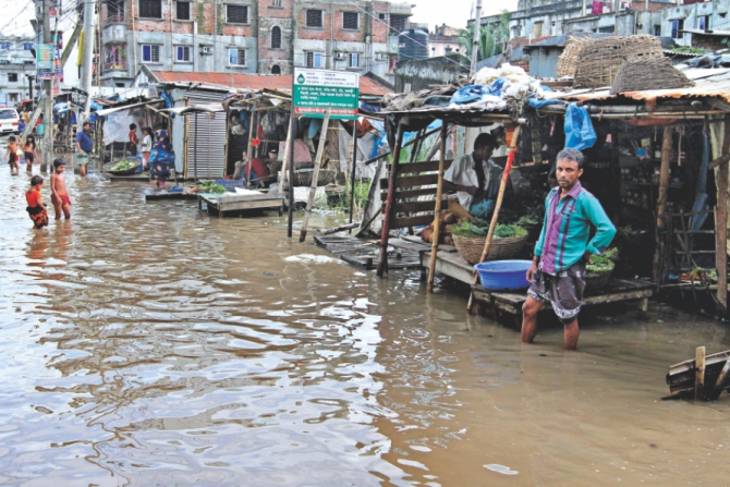 The people of the area have been enduring such waterlogging for several days. In the photo Kajlarpar kitchen market seen inundated. Photo: Anisur Rahman