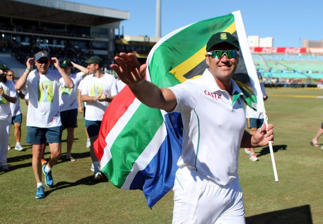 HANGING UP THE TEST BOOTS: South Africa's Jacques Kallis bids bye to fans after the end of the second Test against India at Kingsmead in Durban on Monday. PHOTO: AFP