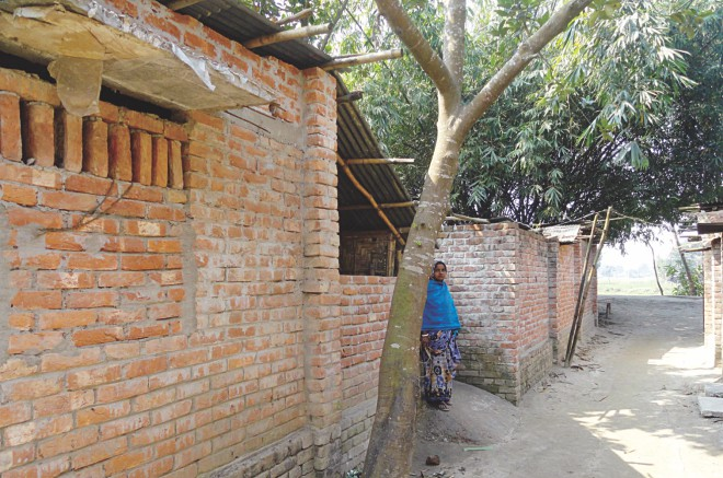 The house of Karuna Chandra Roy at Kornai Schoolpara of Kornai village in Dinajpur Sadar wears a deserted look as the owner along with family members migrated to India on Friday. PHOTO: STAR