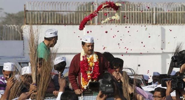 Arvind Kejriwal in Gujarat Kejriwal wanted to meet Mr Modi with a list of questions