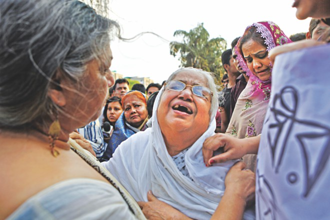Mother of Sajedul Islam Suman, a ward level BNP leader of Tejgaon and one of the eight victims, wails for her son. Photo: Rashed Shumon