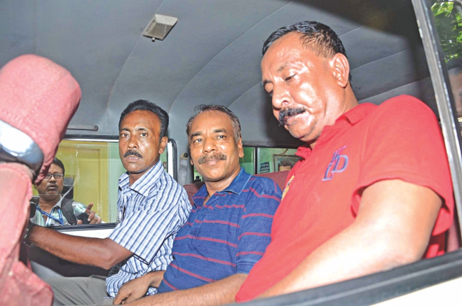 Nur Hossain, centre, the prime accused in the Narayanganj seven-murder, and his two