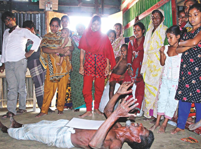 The elderly father of Shah Alam, one of the Bangladeshi workers killed in a furniture factory fire in Riyadh, wails at their village home in Kalipur of Comilla yesterday. Photo: Banglar Chokh