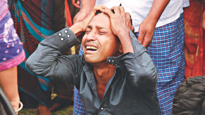 A man, who made it ashore swimming through the waves of the Meghna during a nor'wester, wails as his brother who was travelling with him in the ill-fated launch was missing and feared dead. The photo was taken at Doulatpur in Munshiganj where the launch capsized.  Photo: Star