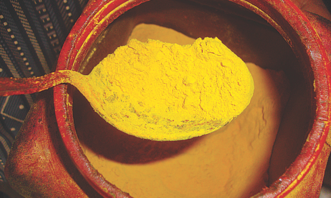 Toxic lead chromate, popularly known as Sharshephul Rang in Bangladesh, is widely used in turmeric by suppliers to make their colour vibrant and more appealing to buyers from companies. Slack quality control of companies led to contamination of several turmeric brands. The photo was taken form a bazaar in Natore, a key turmeric producing region.  Photo: Star
