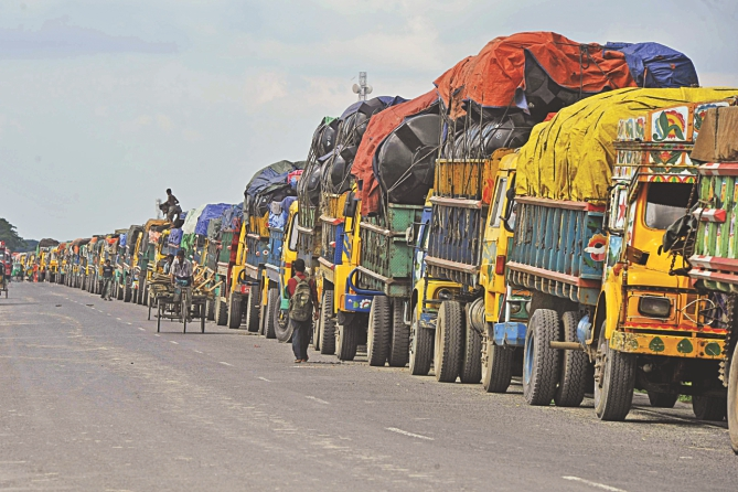 Trucks in a long queue wait to cross the Padma as riverbank erosion and strong currents continue to disrupt ferry services on Mawa-Kawrakandi route. Photo: Anisur Rahman