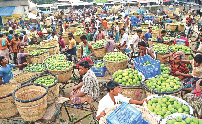 Producers selling different types of mangoes at Baneshwar Kachari Math in Rajshahi, a division renowned for the summer fruit. Wholesalers buy mangoes from this market and ship them to Dhaka. However, there is no way of telling if the mangoes are tainted with toxic chemicals. Photo: Star