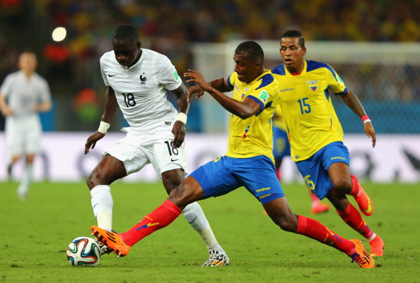 Oswaldo Minda of Ecuador challenges Moussa Sissoko of France during the 2014 FIFA World Cup Brazil Group E match between Ecuador and France at Maracana on June 25, 2014 in Rio de Janeiro, Brazil. Photo: Getty Images