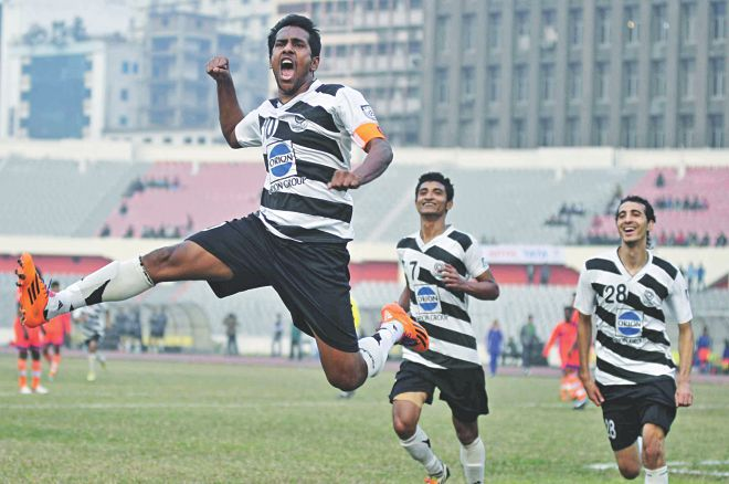 Mohammedan striker Zahid Hasan Emily (L) is elated after scoring for the third successive game in the Bangladesh Premier League during yesterday's match against Brothers Union at the Bangabandhu National Stadium. PHOTO: STAR