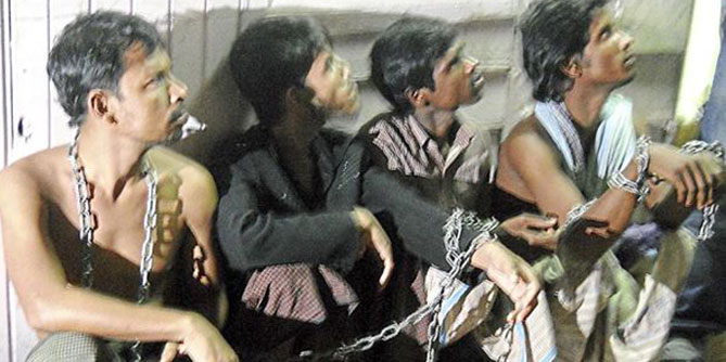 Four Myanmarese are seen chained together in a room for weeks alongside 11 Bangladeshis by a local illegal immigrant trafficking syndicate. Malaysian police rescued the captives Thursday. Photo: The Star